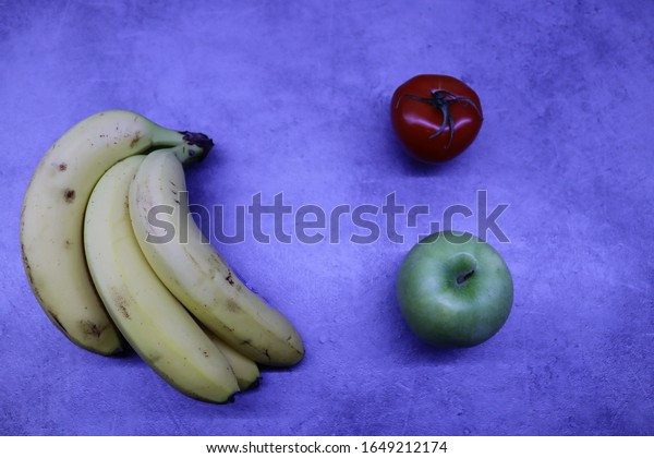 bunch-bananasa-green-apple-tomato-600w-1