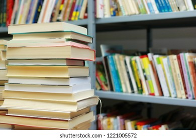 Bunch a book on a table