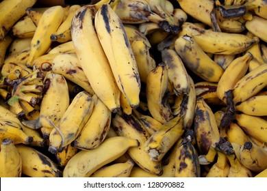 bunch of overripe, rotten bananas