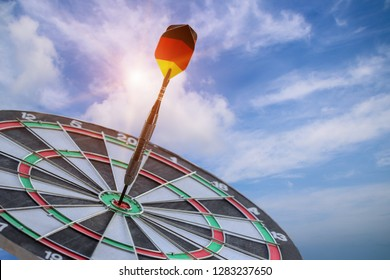Bundesdienstflaggeund Kriegsflagge dart flage Dart arrows hit in the target center of dartboard with sky blue, business goal concept, the game focuses on success, planning to be smart concept.