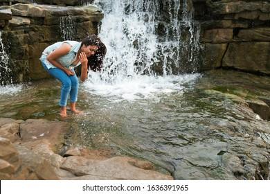 nackt frau river falls