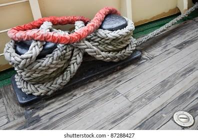 Bundle of rope on the mooring bollard