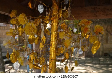 """The bunga mas dan perak (lit. """"golden and silver flowers""""), often abbreviated to bunga mas, tribute consisted of small trees made of gold"""