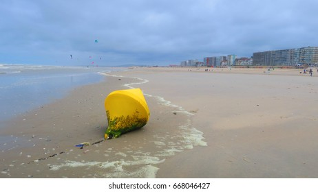 BUOY ON THE BEACH OF THE TOUQUET , HAUTS DE FRANCE , FRANCE