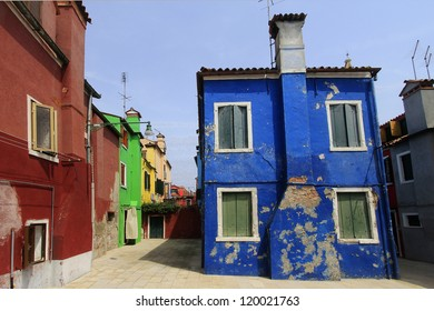 burano island typical colored buildings
