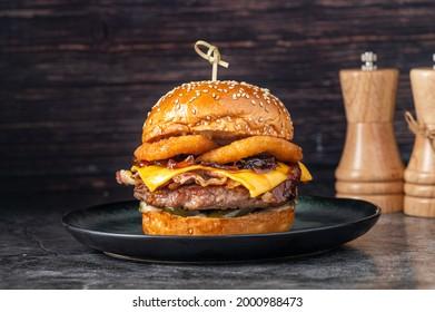 burger foodphotography menushot beefburger onionrings