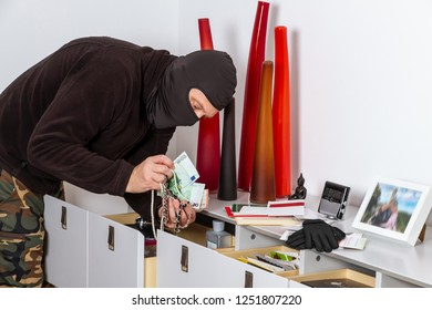 Burglar at daytime in a apartment