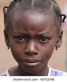 BURKINA FASO - AUGUST 13: Girl Senoufo, ethnic girls look Senoufo collected and elaborate hairstyles with braids, August 13, 2009 in Country Senoufo, Burkina Faso