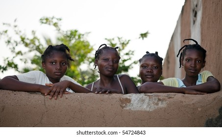 BURKINA FASO - AUGUST 9: Bissa ethnic Girls pose wearing their hair characteristic, August 9, 2009 in Country Bissa, Burkina Faso