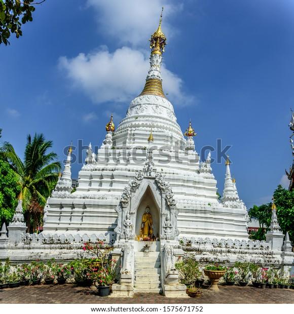burmese-style-chedi-buddhist-mahawan-600