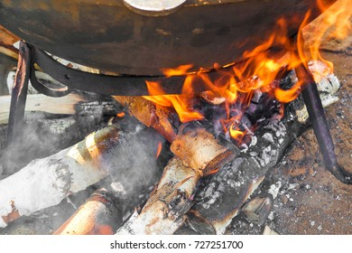 to burn wood in the hearth