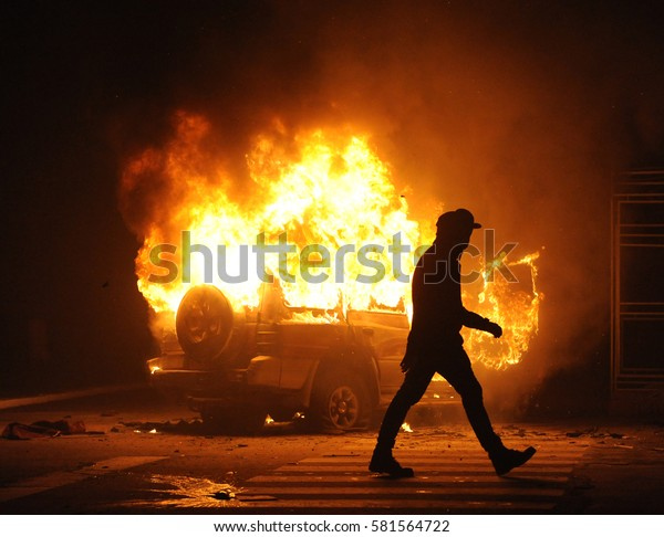 brennendes Auto, Unruhen, Regierungsfeindlichkeit, Kriminalität
