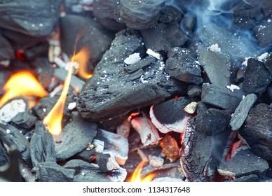 Burning coal on the bbq