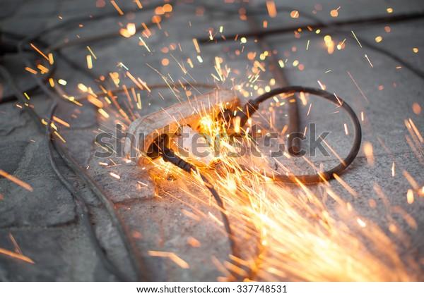 Sparks on Plugs