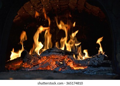 Burning wood in the oven