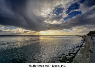 Burzowe chmury nad zatoką - Shutterstock ID 1218414460