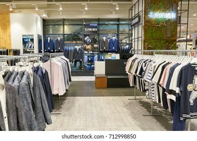 605b30341cd4 Stock fotografie na téma Interior Fashion Store Shopping Mall (k ...