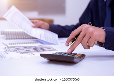 Business accountants or bankers perform savings calculations, financial accounting, business banking and economic concepts.