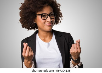 business black woman doing rich gesture on a grey background