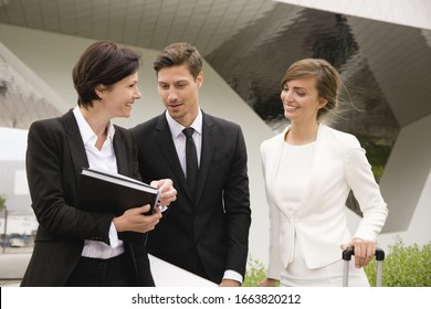 Business colleagues in informal meeting outside