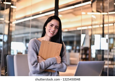 Business Concept. Beautiful businessmen are working in the office. Beautiful businesswomen dressed in casual wear to work on holidays.