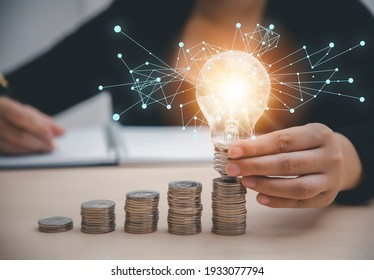 Business hand-holding light bulbs and working on the desk, Creativity, and innovation are keys to success. Concept of new idea and innovation with Brain and light bulbs, working at home.