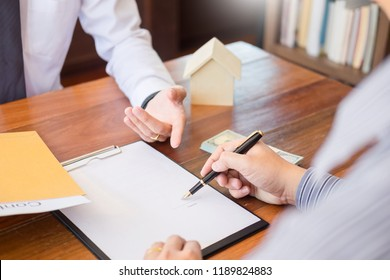 business loaning house with agent