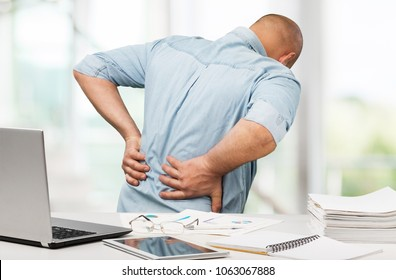 Business man with back pain sin