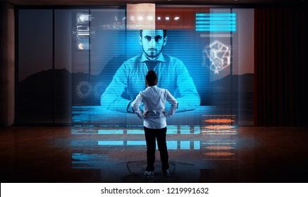 Hombre de negocios haciendo una videollamada con su pareja en un holograma en la sala de estar. Conversación en vivo en línea. Reunión de negocios en línea.