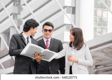 Business man and woman team,Business team in a consulting meeting outdoor.Business concept.