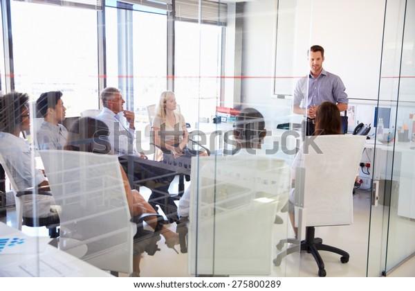 Geschäftstreffen in einem modernen Büro