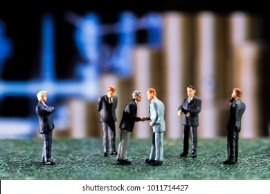 Business negotiations The success must be many factors. Including the study of the other party.