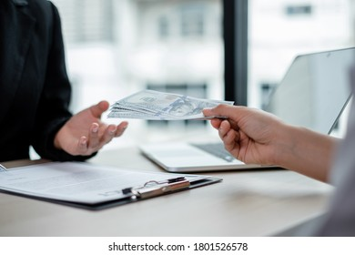 The business owner personally signed the deal, closing the deal by accepting bribes. The idea of corruption and venality concept.
