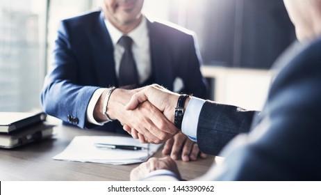 Geschäftspartnerschaftstreffen im Büro