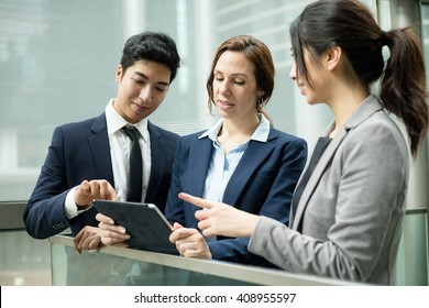 Business people discuss on tablet pc