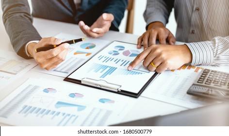 Business People Meeting Design Ideas professioneller Investor, der ein neues Start-up-Projekt erarbeitet. Konzept. Geschäftsplanung im Büro.
