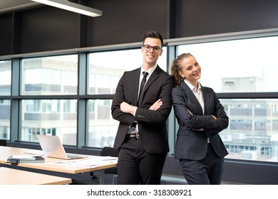 Business people meeting & working at the office: teamwork concept