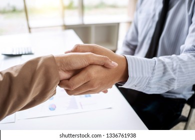 business people Negotiating agreement in business, successful dealing.