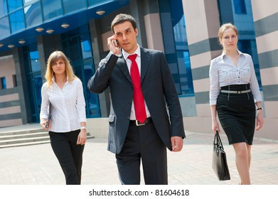 Business people walking in modern city downtown