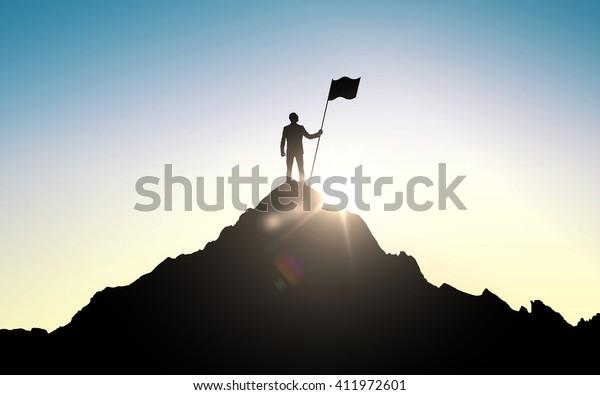 negocio, éxito, liderazgo, logros y concepto de la gente - silueta de hombre de negocios con bandera en la cima de la montaña sobre el cielo y fondo de luz solar