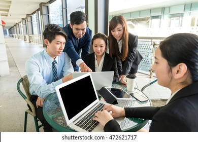 Business team discuss the project