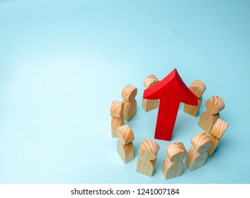 A business team is standing in a circle and the arrow is between the employees. The concept of a startup. Successful business growth. Qualification and retraining of workers. Starting a new project
