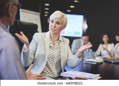 Business woman can not agree with business man