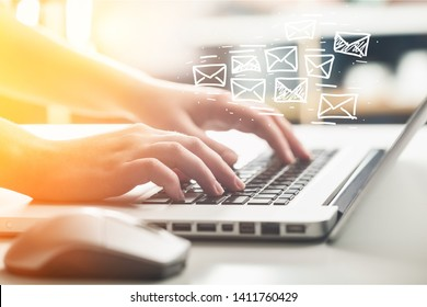 Business woman hand using Laptop