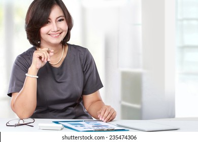 business woman sitting and working in the office