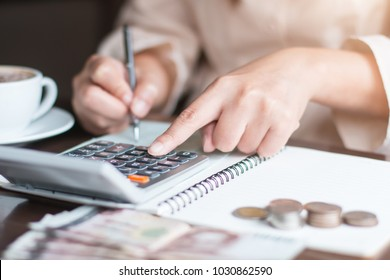 Business woman thinking account,accounting