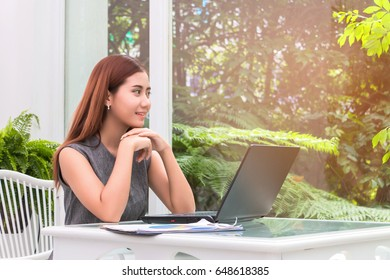Business women working with notebook at coffee shop.