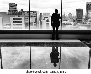 In the business world, the rearview mirror is always clearer than the windshield.  [Warren Buffett]