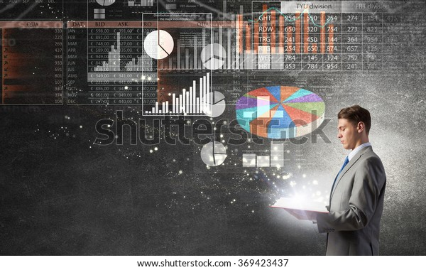 Empresario con libro