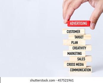 Werbekonzept für Geschäftsleute aus Holz